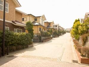 「低層住居専用地域」って、本当に住環境が守られるの?