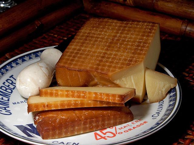 640px-Smoked_cheese
